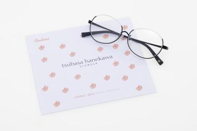 ブラックフレーム、メガネ拭き(白地×オレンジ):クーレンズ店舗、特設サイト限定セット